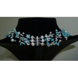 Halskette türkis weiss schwebend Rückenansicht mit Verschluss