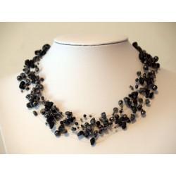 Halskette grau schwarz schwebend
