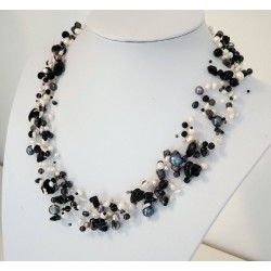 Necklace black white 21...